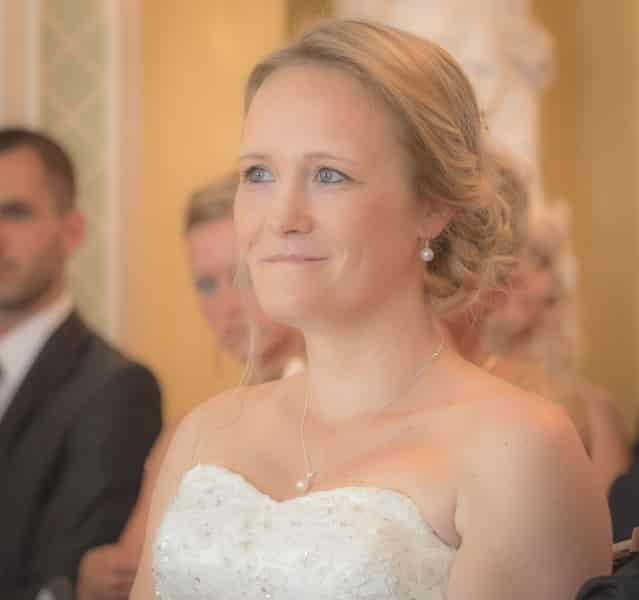 Die Braut wartet auf den Bräutigam